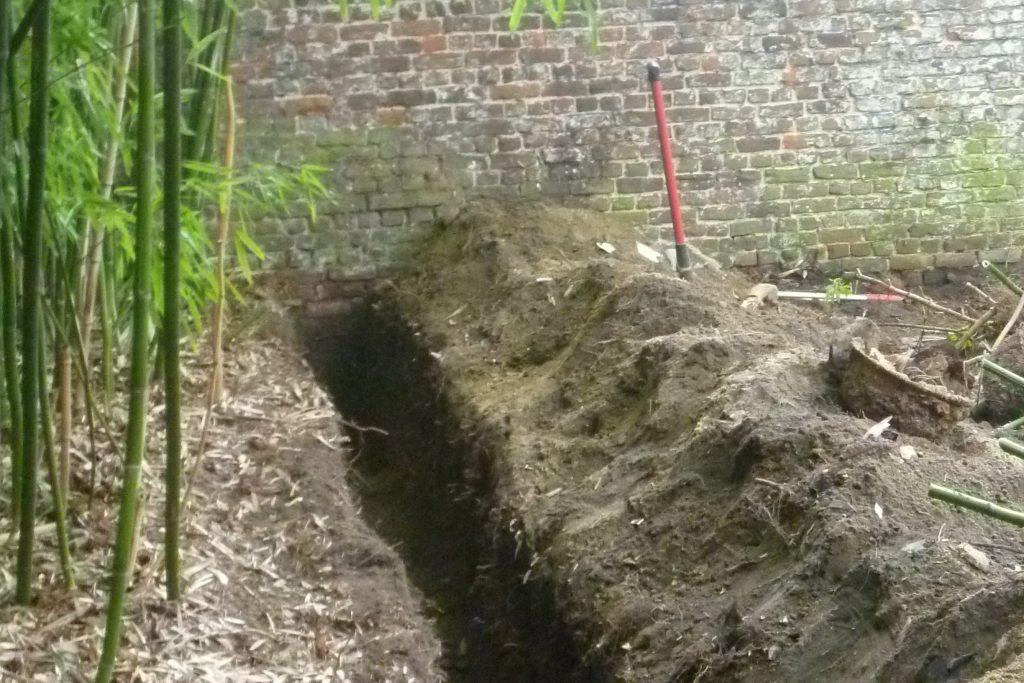 Tranchée pour installation d'une barrière anti-rhizomes